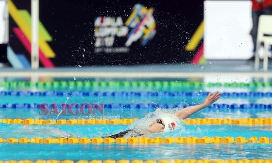 Nguyễn Thị Ánh Viên đoạt Huy chương Vàng nội dung 100m ngửa nữ. Ảnh: DŨNG PHƯƠNG