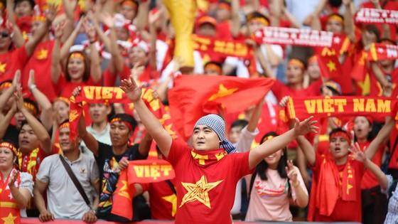 Người hâm mộ đang trông chờ 1 chiến thắng trước người Thái. Ảnh: Dũng Phương