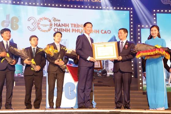 Công ty CP Tập đoàn Xây dựng Hòa Bình đón nhận Huân chương Lao động hạng nhì ảnh 2