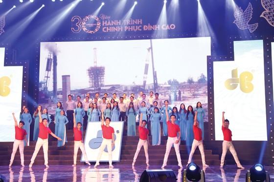 Công ty CP Tập đoàn Xây dựng Hòa Bình đón nhận Huân chương Lao động hạng nhì ảnh 5