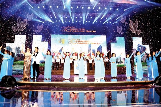 Công ty CP Tập đoàn Xây dựng Hòa Bình đón nhận Huân chương Lao động hạng nhì ảnh 4