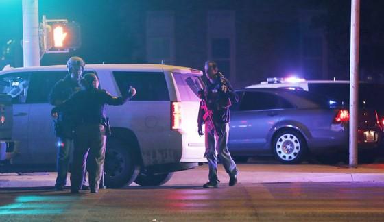 Sinh viên bắn chết cảnh sát trong trường đại học Mỹ ảnh 1
