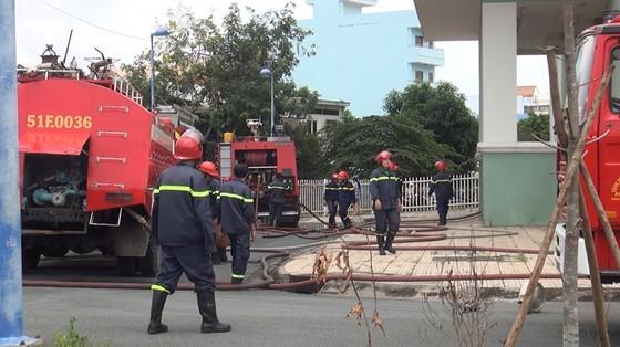 Cháy ở chung cư 12 tầng, nhiều người tháo chạy tán loạn ảnh 2