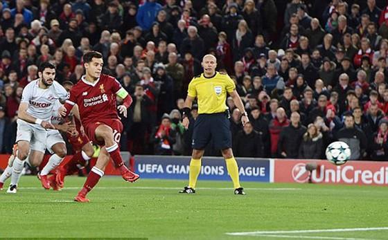 Coutinho (áo đỏ) lập hat-trick trong chiến thắng của Liverpool trước Spartak Moscow