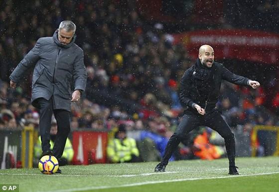 """Man """"xanh"""" khuất phục Man """"đỏ"""" ngay tại Old Trafford ảnh 1"""