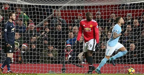 """Man """"xanh"""" khuất phục Man """"đỏ"""" ngay tại Old Trafford ảnh 2"""