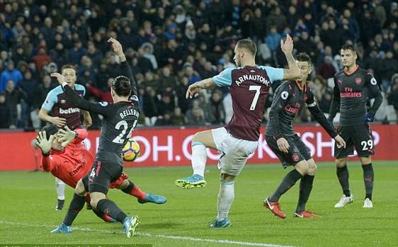 Kết quả Ngoại hạng Anh rạng sáng 14-12: Man.City và Man.United cùng thắng ảnh 2
