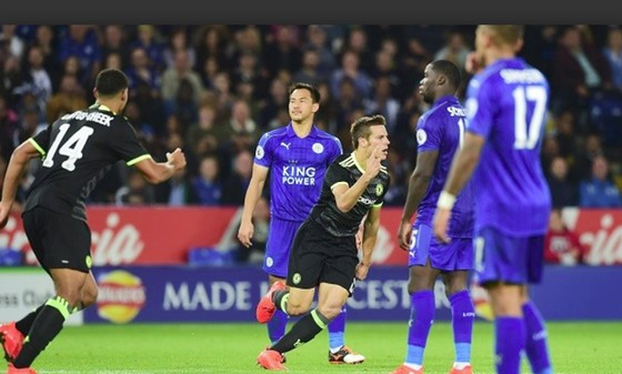 Leicester City (áo xanh) sẽ rời sân Stamford Bridge với thất bại trước Chelsea. Ảnh: Chelsea FC