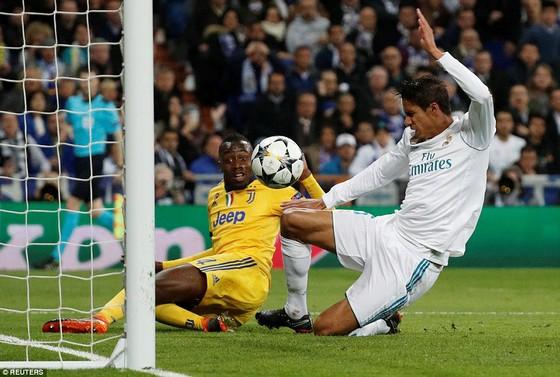 Real Madrid may mắn vào bán kết Champions League 2018 ảnh 1