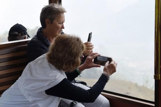 Cảnh sắc Tây Bắc có một không hai nhìn từ tàu hỏa leo núi Mường Hoa ảnh 6