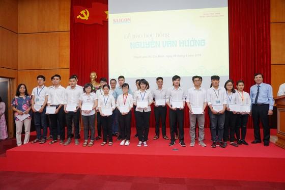 Trao học bổng Nguyễn Văn Hưởng năm 2018: 142 suất học bổng với tổng trị giá 1 tỷ 191 triệu đồng ảnh 3