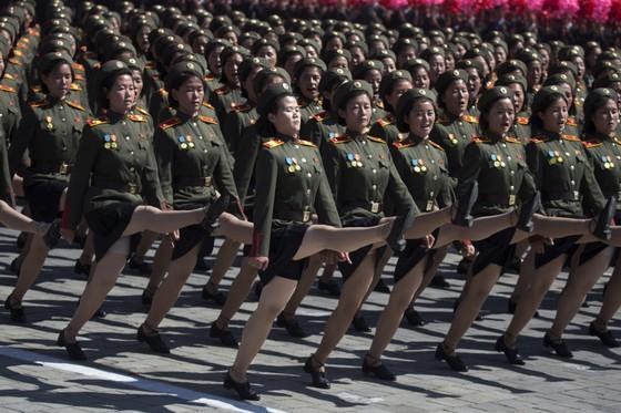 CHDCND Triều Tiên diễu binh không có tên lửa tầm xa mừng 70 năm Quốc khánh ảnh 10