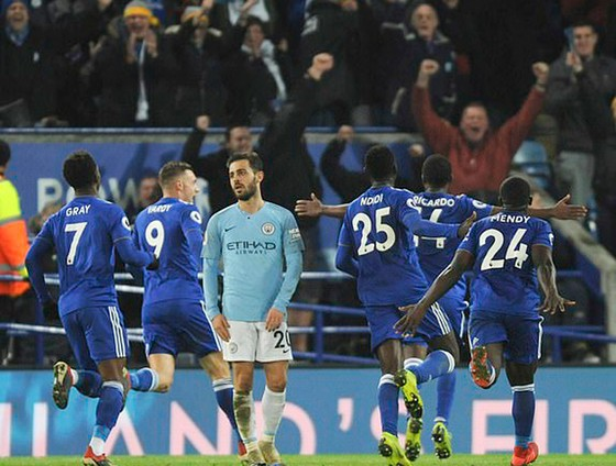 Leicester City bất ngờ đánh bại Manchester City.