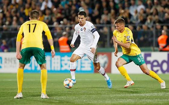 Kết quả vòng loại Euro 2020 (ngày 11-9): Ronaldo lập cú poker giúp Bồ Đào Nha thắng đậm ảnh 1