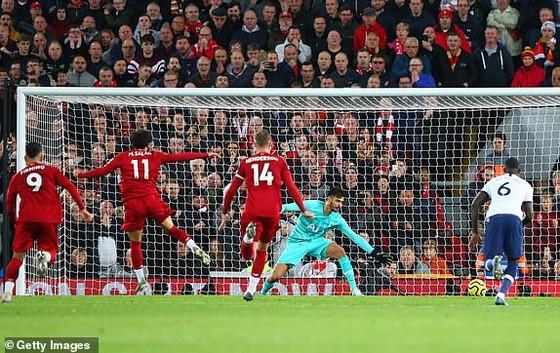 Liverpool ngược dòng đánh bại Tottenham để củng cố ngôi đầu ảnh 1
