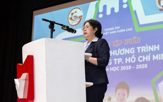 Ngày 1-11, hơn 300 ngàn trẻ em TPHCM chính thức sử dụng sữa học đường ảnh 1