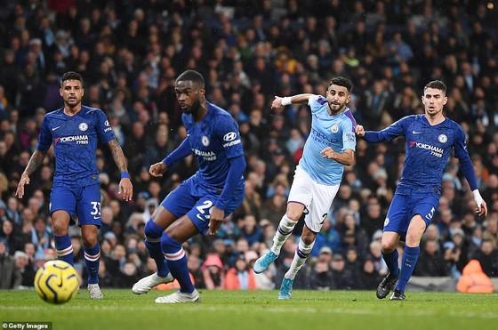 Đánh bại Chelsea, Manchester City tiếp tục bám đuổi Liverpool ảnh 1