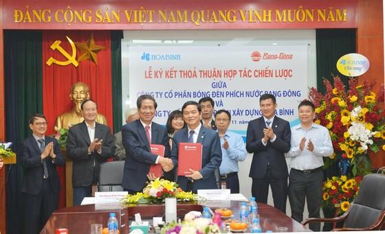 Tập đoàn Xây dựng Hòa Bình và Công ty CP Bóng đèn phích nước Rạng Đông ký kết hợp tác chiến lược ảnh 1