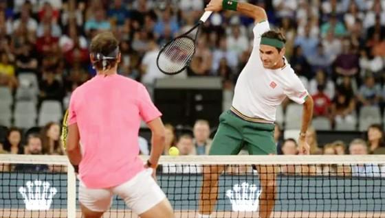 Federer thi đấu giao hữu biểu diễn với Nadal. Ảnh: Reuters