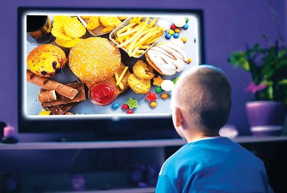 Trẻ em - nạn nhân của quảng cáo và biến đổi khí hậu ảnh 1