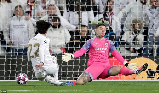 Lượt đi vòng 16 đội Champions League 2020: Real Madrid 'sụp đổ' trước Manchester City ảnh 1