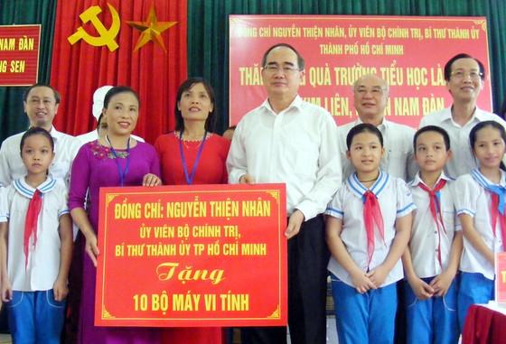 Bí thư Thành ủy TPHCM Nguyễn Thiện Nhân thăm, làm việc tại Nghệ An ảnh 1