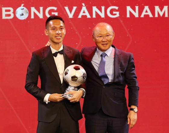 Đỗ Hùng Dũng, Huỳnh Như, Trần Văn Vũ đoạt Quả bóng Vàng Việt Nam 2019 ảnh 4