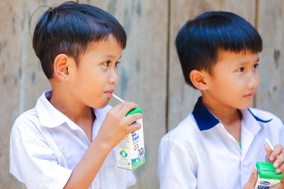 33.000 trẻ em miền núi Quảng Nam uống sữa miễn phí nhờ Sữa học đường ảnh 1