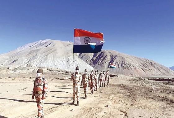 Ấn Độ tuyên bố triển khai quân dọc biên giới với Trung Quốc ảnh 1