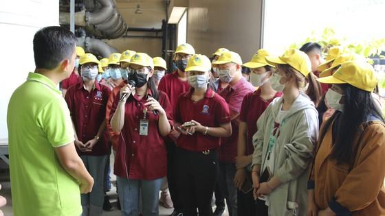 40 sinh viên Trường Đại học Nguyễn Tất Thành tham quan và tìm hiểu quy trình vận hành và xử lý chất thải của VWS ảnh 1