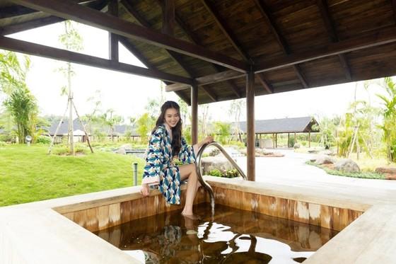 """Lan Ngọc """"chẳng muốn về"""" khi trải nghiệm tắm khoáng tại Minera Hot Springs Bình Châu ảnh 2"""