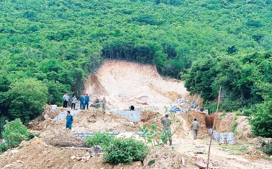 Bát nháo phân lô, bán nền tại Nam Trung bộ - Tây Nguyên - Bài 2: Hiểm họa từ xẻ núi, bạt đồi ảnh 1