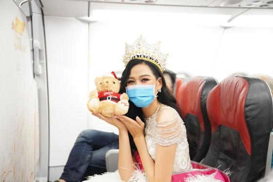 Cùng Hoa hậu Việt Nam Đỗ Thị Hà đón Giáng sinh cổ tích trên độ cao 10.000m ảnh 11