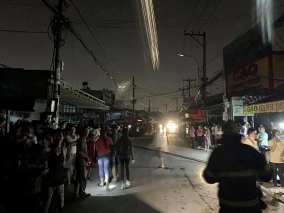 Cháy lớn tại công ty giày ở quận Bình Tân, 198 chiến sĩ nỗ lực cứu hỏa ảnh 6