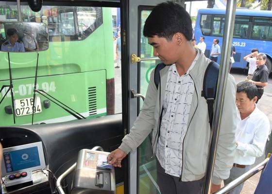 Thu phí tự động vận tải hành khách công cộng: Tiến tới liên thông, tích hợp ảnh 1