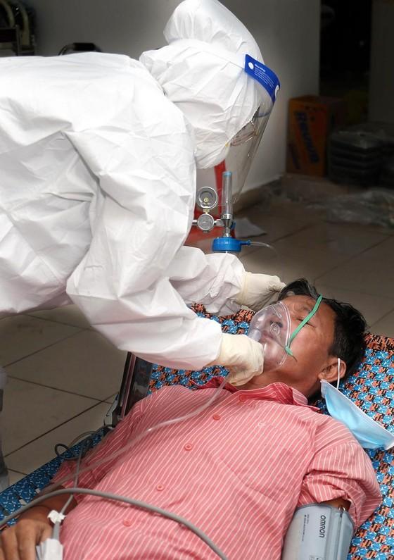 Tất bật ở các bệnh viện dã chiến điều trị Covid-19 ảnh 5