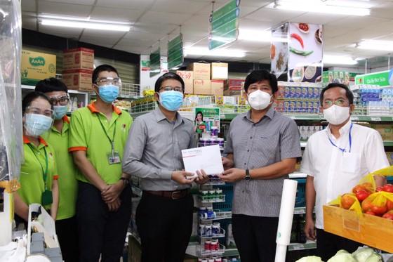 Người dân trên địa bàn quận 10 có thể đặt mua hàng tại Satramart – Siêu thị Sài Gòn qua ứng dụng di động ảnh 2