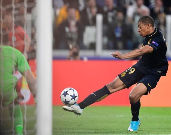 Kylian Mbappe, đại diện ưu tú cho một đội bóng Monaco trẻ trung đầy ấn tượng.