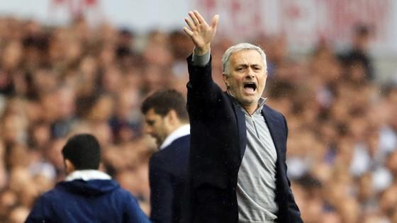Jose Mourinho đã cố đối phó, nhưng lịch trình cuối mùa thật sự quá khó với Man.United
