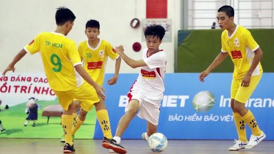 SOS TPHCM bất ngờ để thua đậm 1-5 trước trường Giáo dưỡng 4. Ảnh: Quang Lê