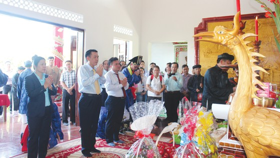 Festival biển Nha Trang: Độc đáo lễ giỗ tổ nghề yến ảnh 1