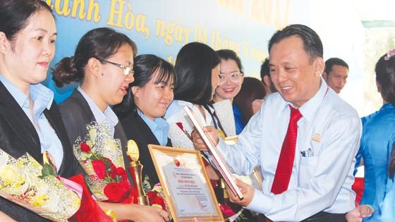 Festival biển Nha Trang: Độc đáo lễ giỗ tổ nghề yến ảnh 2