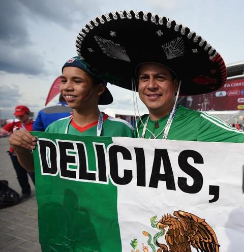 CĐV Nga trốn vợ sang Mexico xem đá bóng