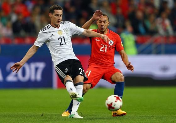Đức (trái) cần chứng tỏ bản lĩnh trước Chile để bước lên ngôi vương