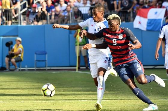 Mỹ (phải) cần vượt qua Martinique để nuôi hy vọng giành ngôi đầu bảng B