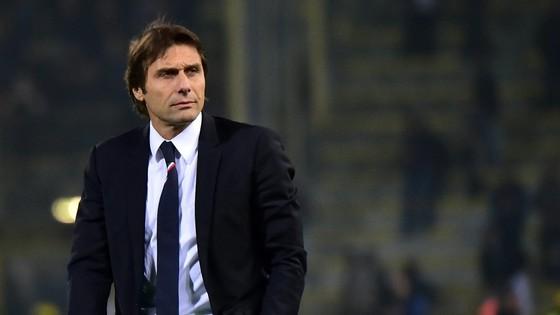 Antonio Conte dường như không hoàn toàn hạnh phúc ở Chelsea