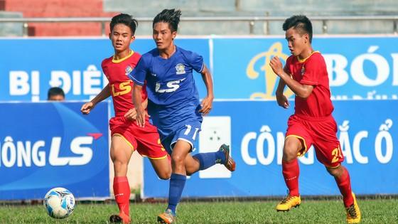 Đội PVF (giữa) có chiến thắng dễ dàng trước Đồng Nai