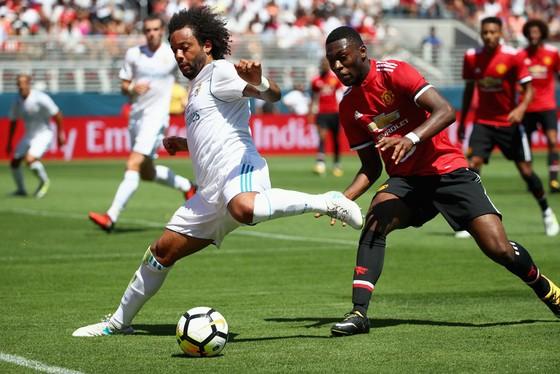 Real (trái) nhiều khả năng sẽ đánh bại Man.United