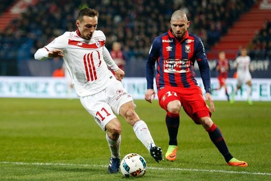 Lille (trái) sẽ không quá khó để có được 3 điểm trước Caen