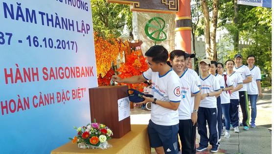 Saigonbank tổ chức đi bộ gây quỹ từ thiện ảnh 2